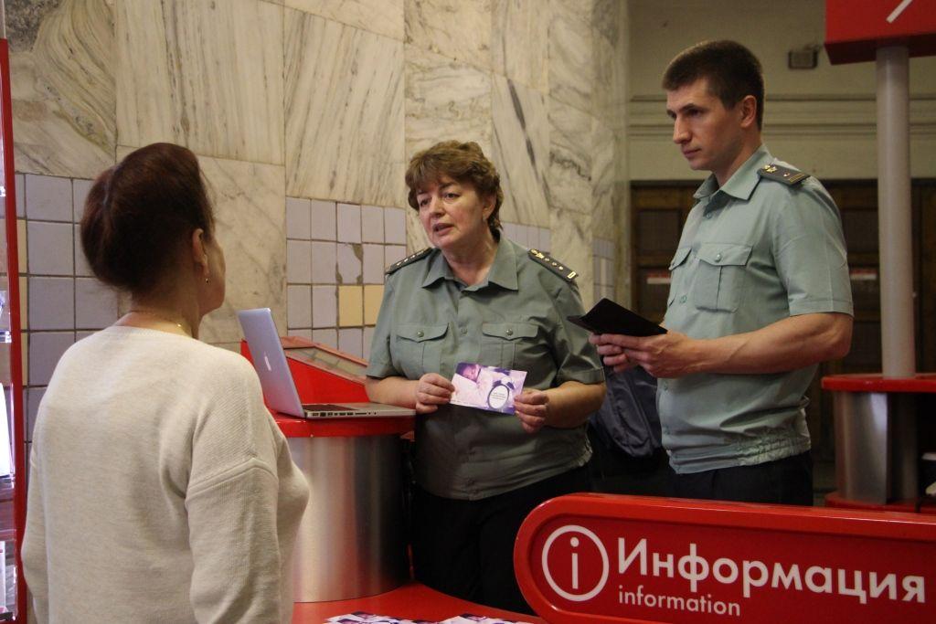 Судебные приставы проконсультировали жителей и гостей  столицы на мобильных пунктах