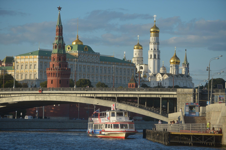 На Москве-реке запустили «цветочные» трамвайчики