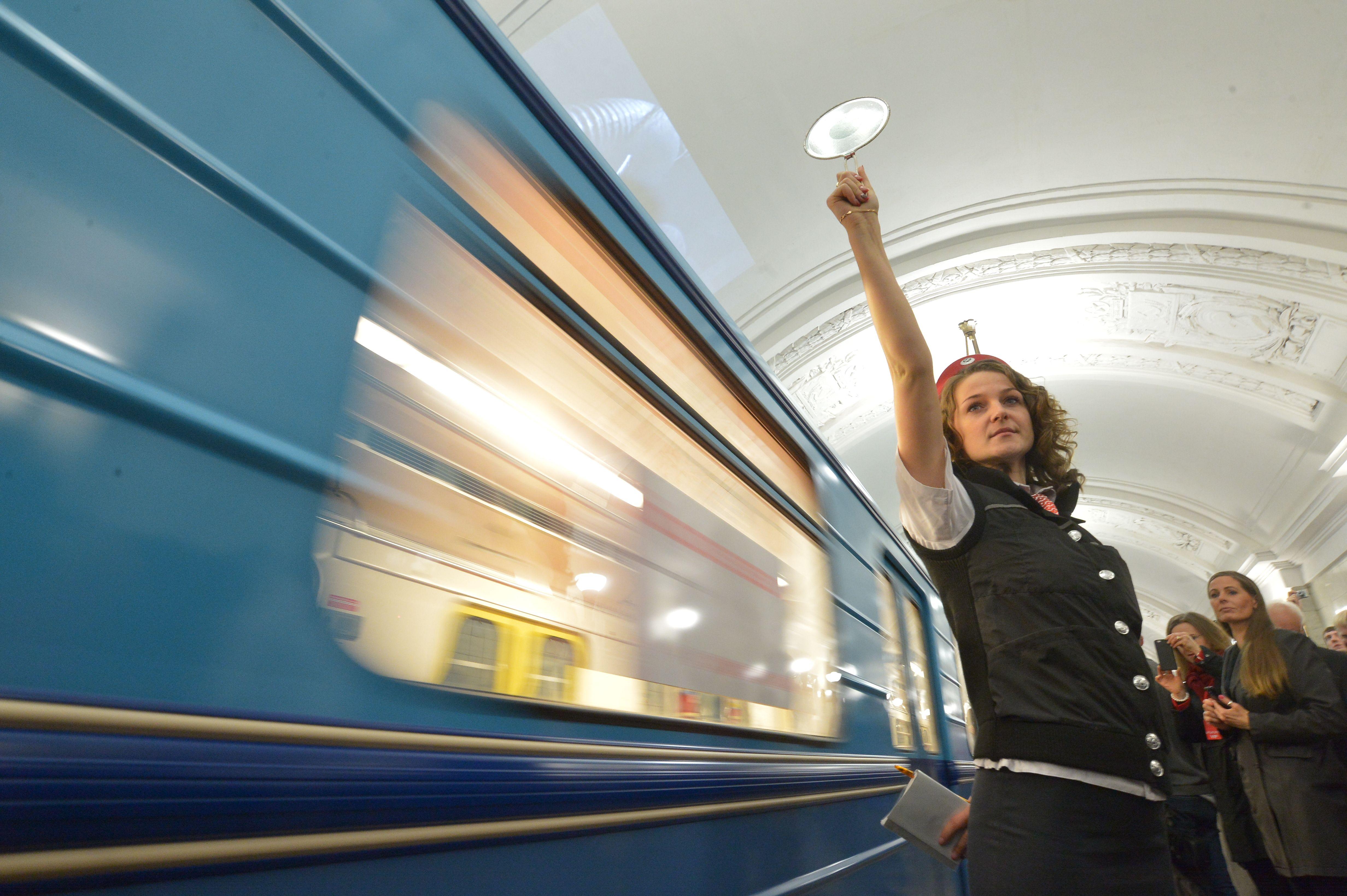 Метро Москвы отметит день рождения экскурсиями и парадом поездов