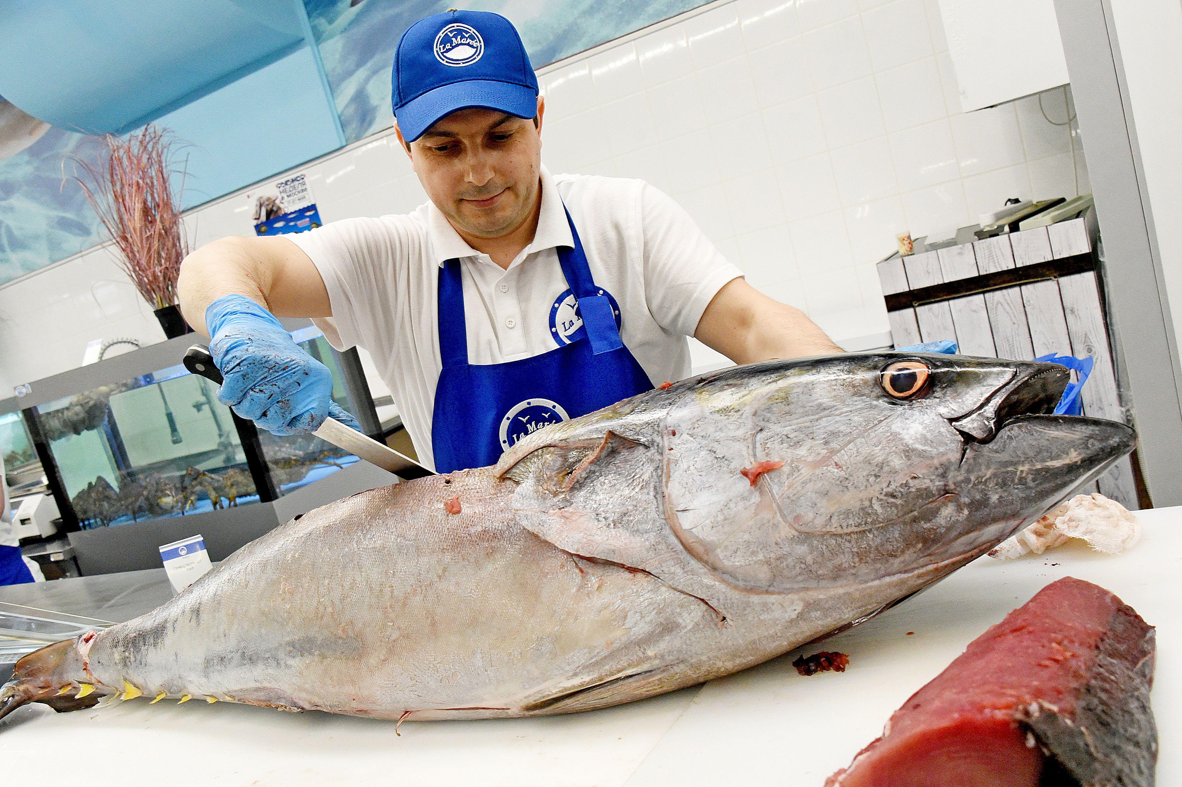 Москвичи попробуют 100 видов рыбы на «Рыбной неделе»