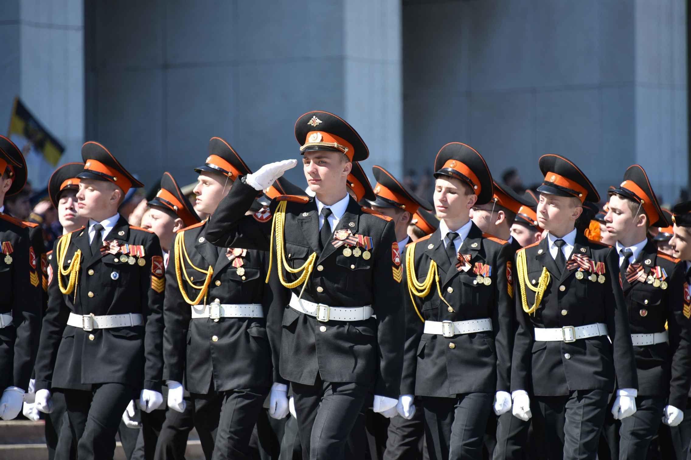 Более 2,5 тысячи кадетов пронесут копию Знамени Победы