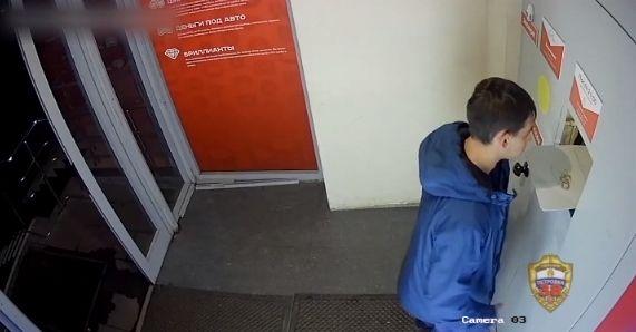 На юге Москвы задержаны подозреваемые в ограблении женщины