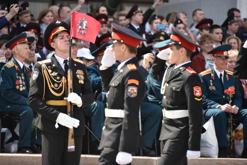 В Москве прошел ежегодный парад кадет «Не прервется связь поколений»
