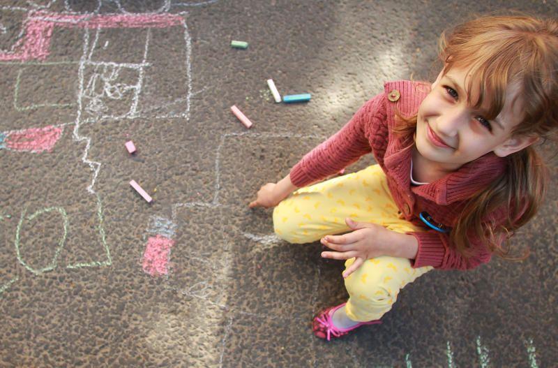 Рисунки на асфальте: для юных посетителей галереи «Нагорная» организуют увлекательный мастер-класс