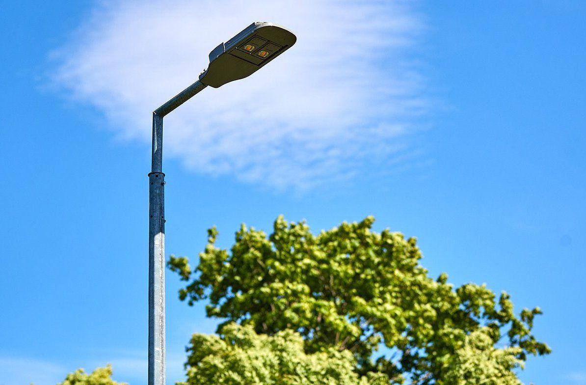Новые опоры освещения установят на Затонной улице
