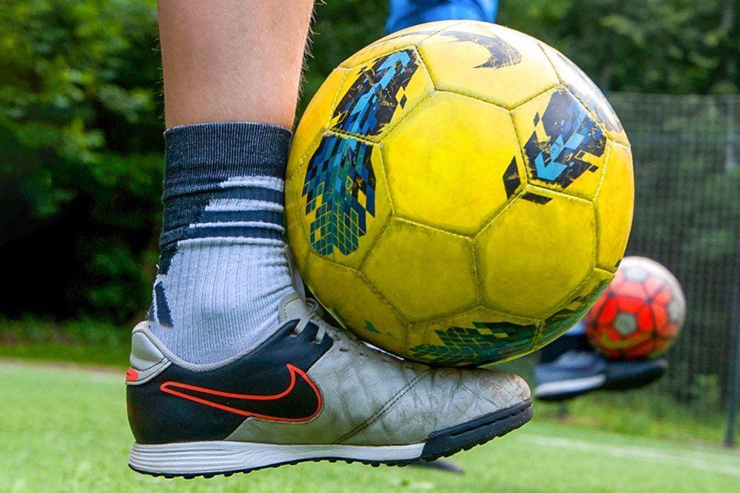 Команды из трех районов юга поборются за победу в турнире по футболу