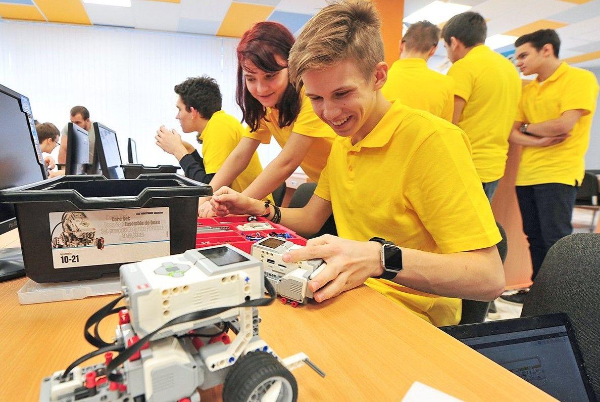 Юные изобретатели сразятся в робофутбол