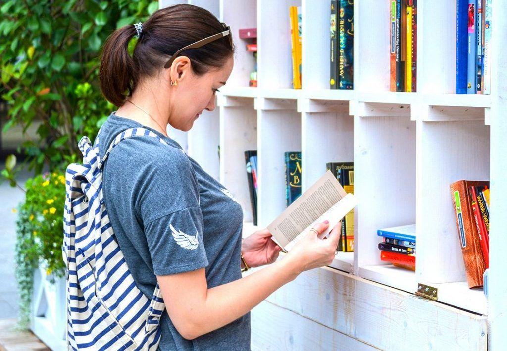 Библиотеку на свежем воздухе откроют в «Царицыно». Фото: сайт мэра Москвы