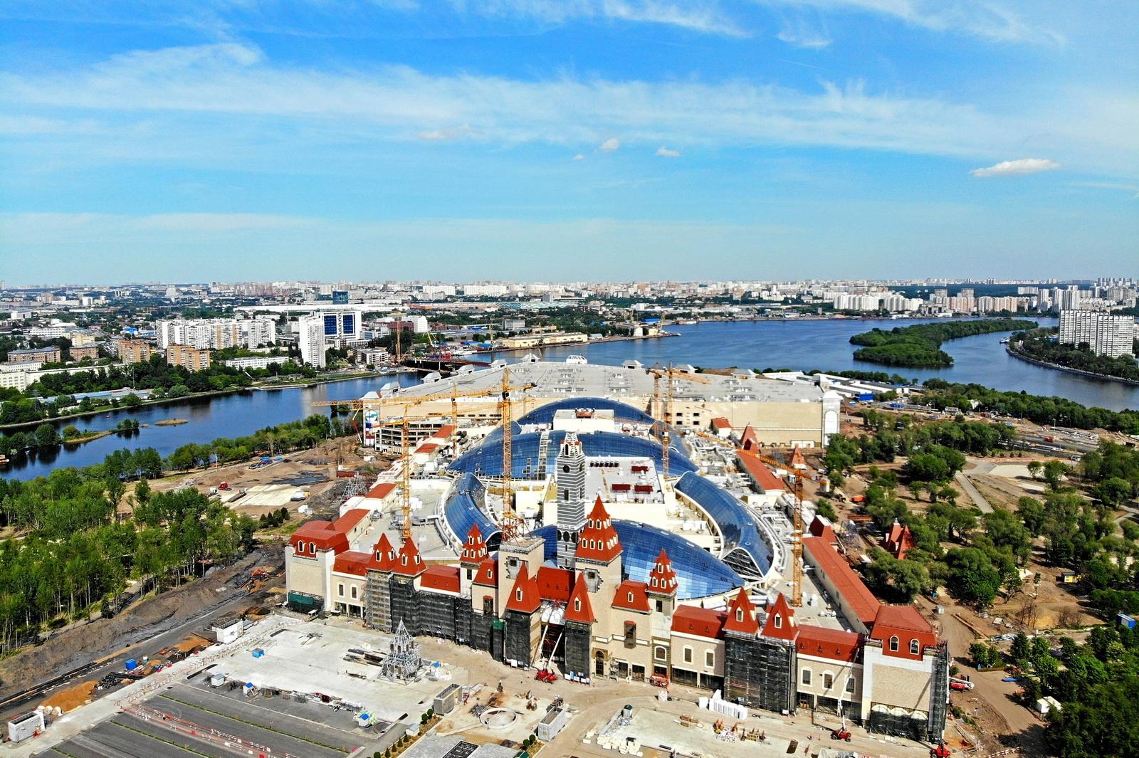 Самый большой в России стеклянный купол возвели в «Острове мечты»