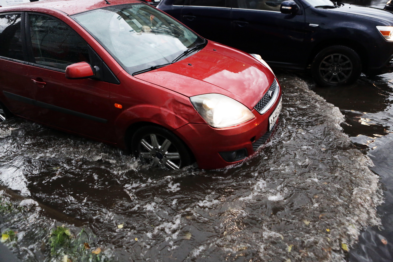 Парковщики обратились к москвичам из-за дождя и ветра