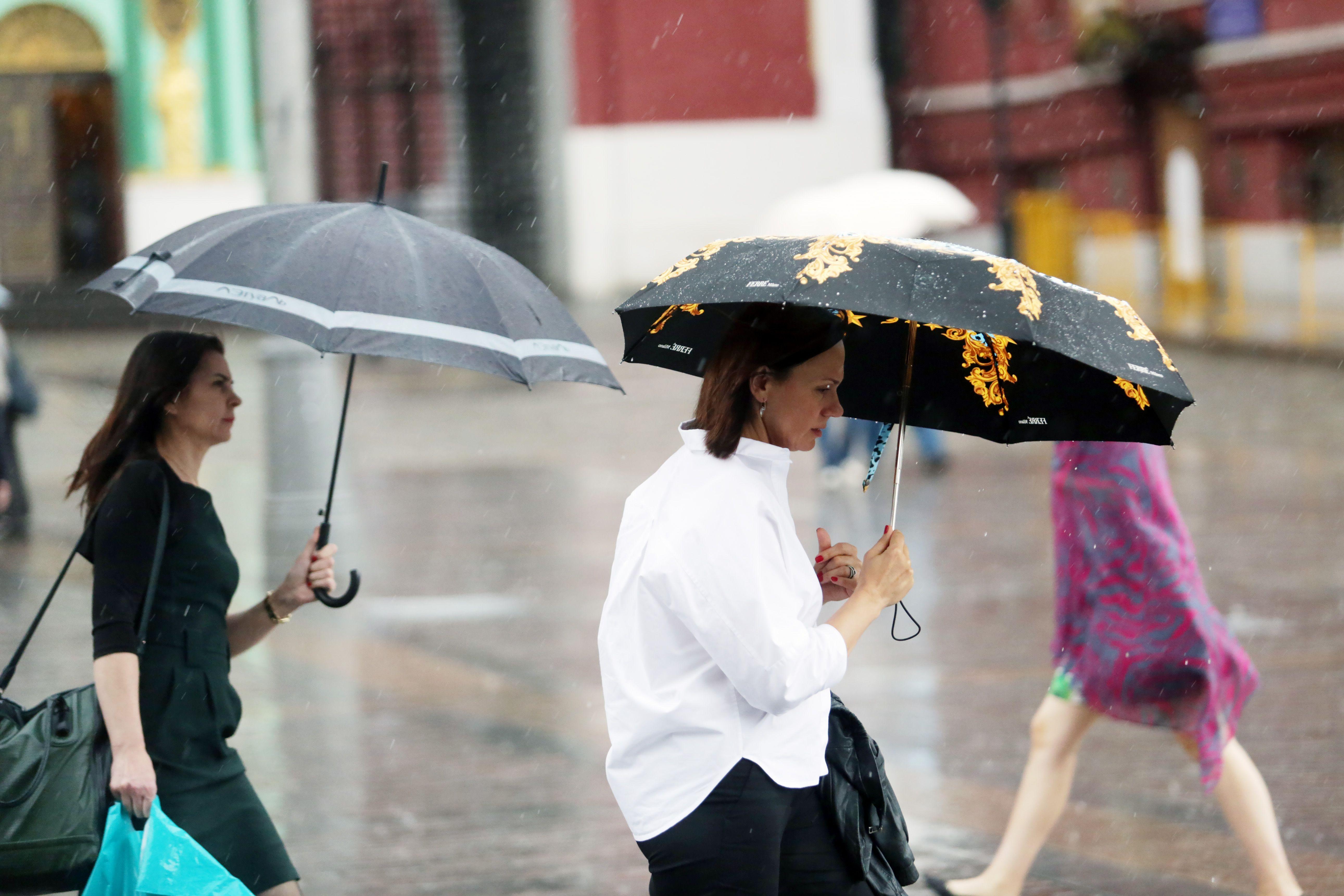 Москвичей предупредили о дождях в воскресенье