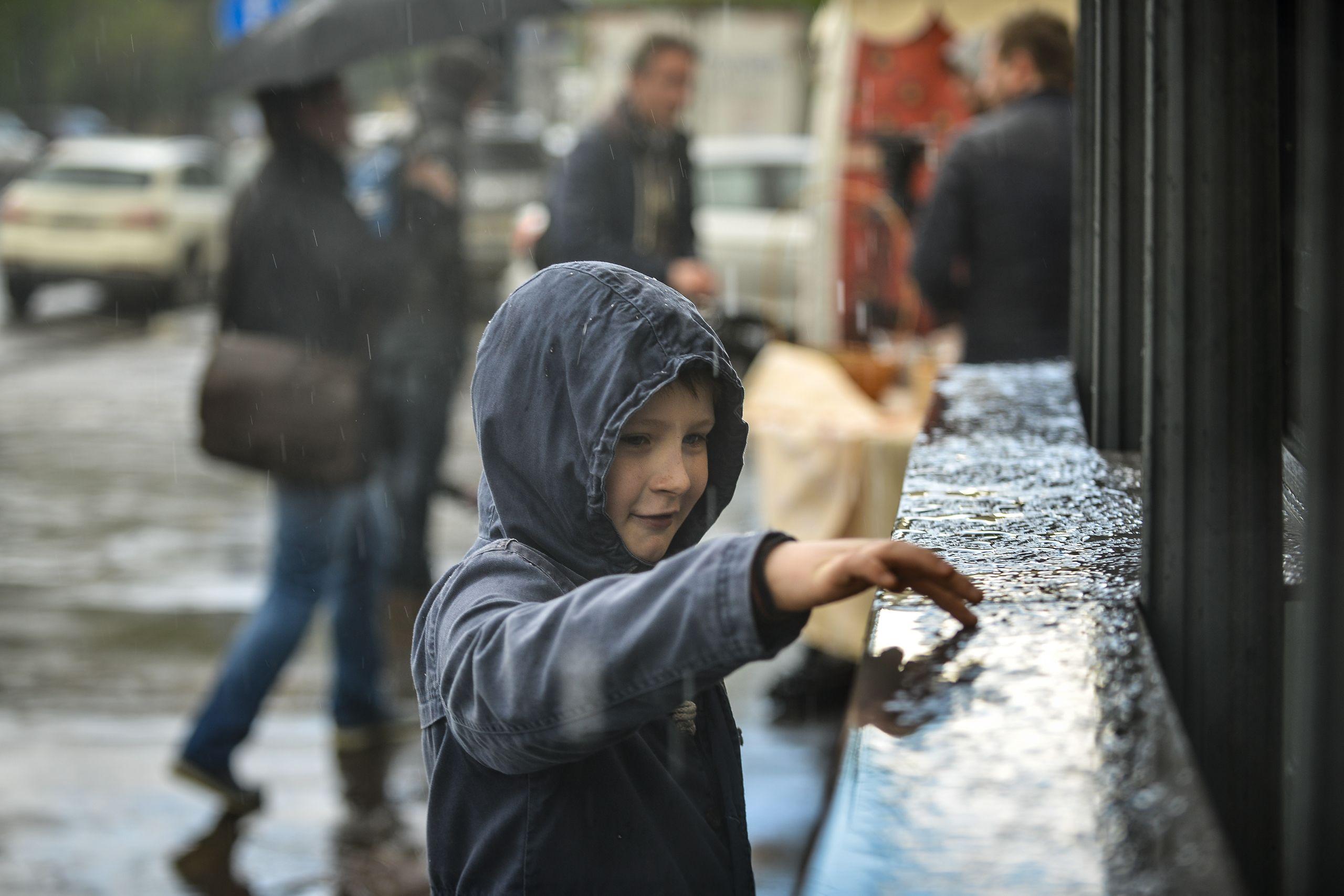 МЧС объявило тревогу из-за града и шквала в Москве