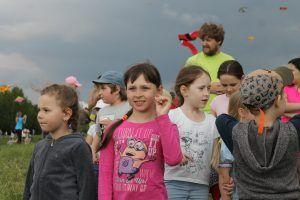 Виктория Бойко (по центру) победила в состязаниях по запуску летательного устройства. Фото: Патимат Абдурахманова