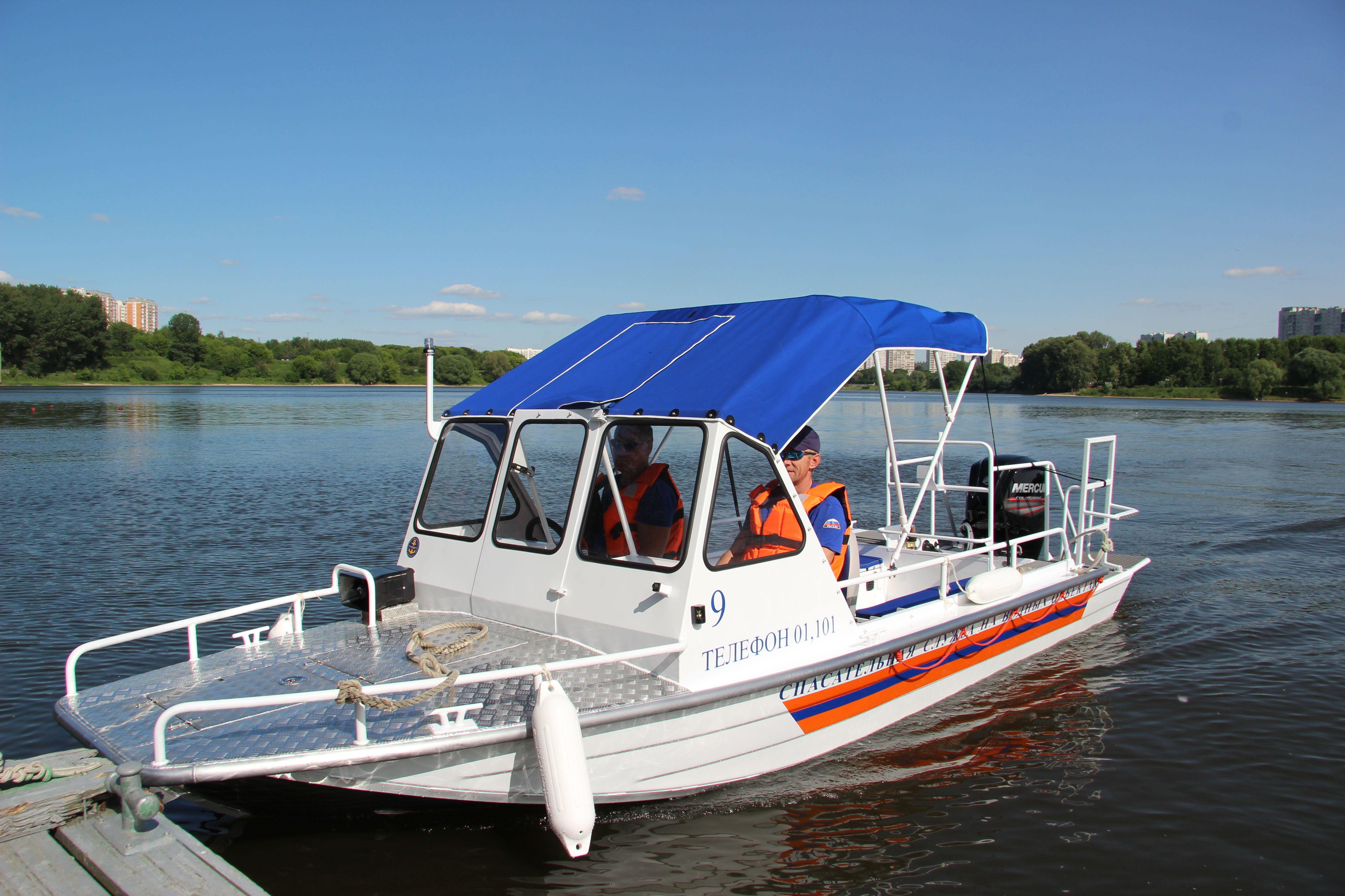 Спасатели станции «Борисовская» спустили на воду спасательную моторную лодку Русбот-55С