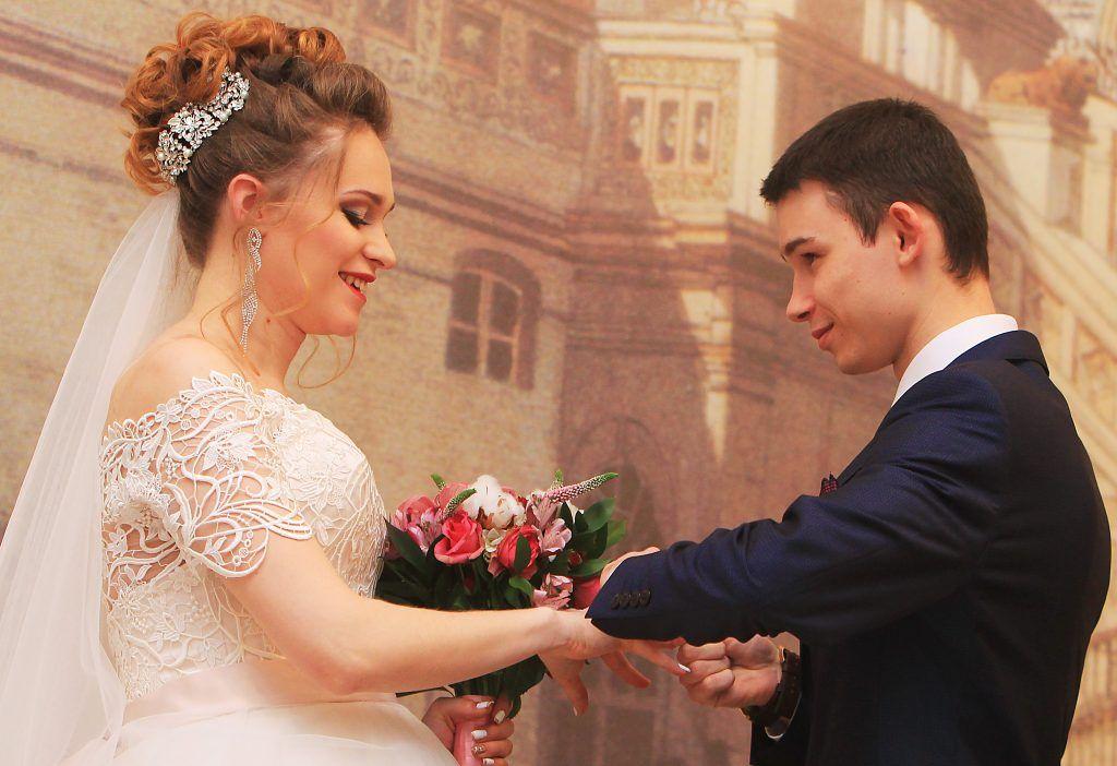 Более 70 столичных молодоженов приурочат свадьбы ко Дню России. Фото: Наталия Нечаева, «Вечерняя Москва»