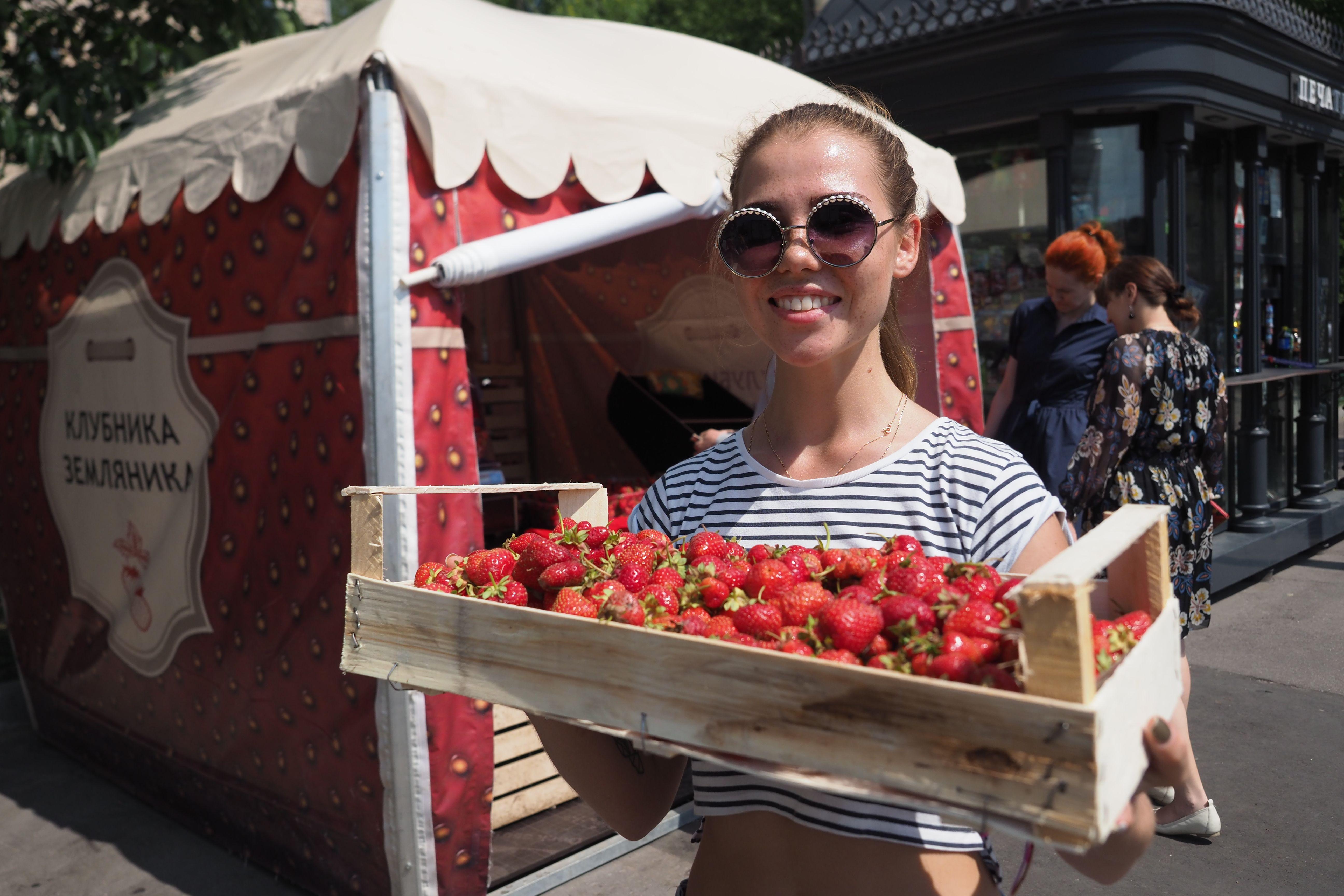 Москва назвала количество официальных точек продажи клубники