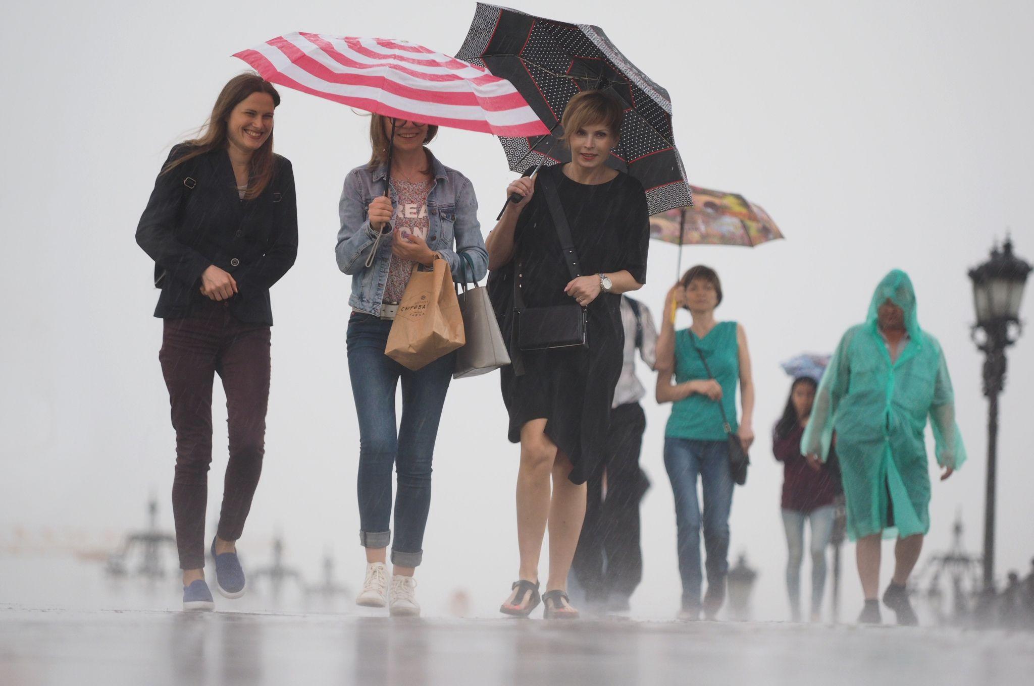 Москвичам пообещали дождливую неделю