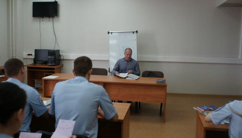 Член Общественного совета при УВД по ЮАО Иван Лутков провел занятие с сотрудниками полиции в системе служебной подготовки
