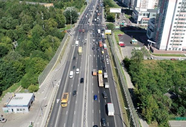 Билборды на Варшавском шоссе украсят ко Дню семьи, любви и верности. Фото: сайт мэра Москвы