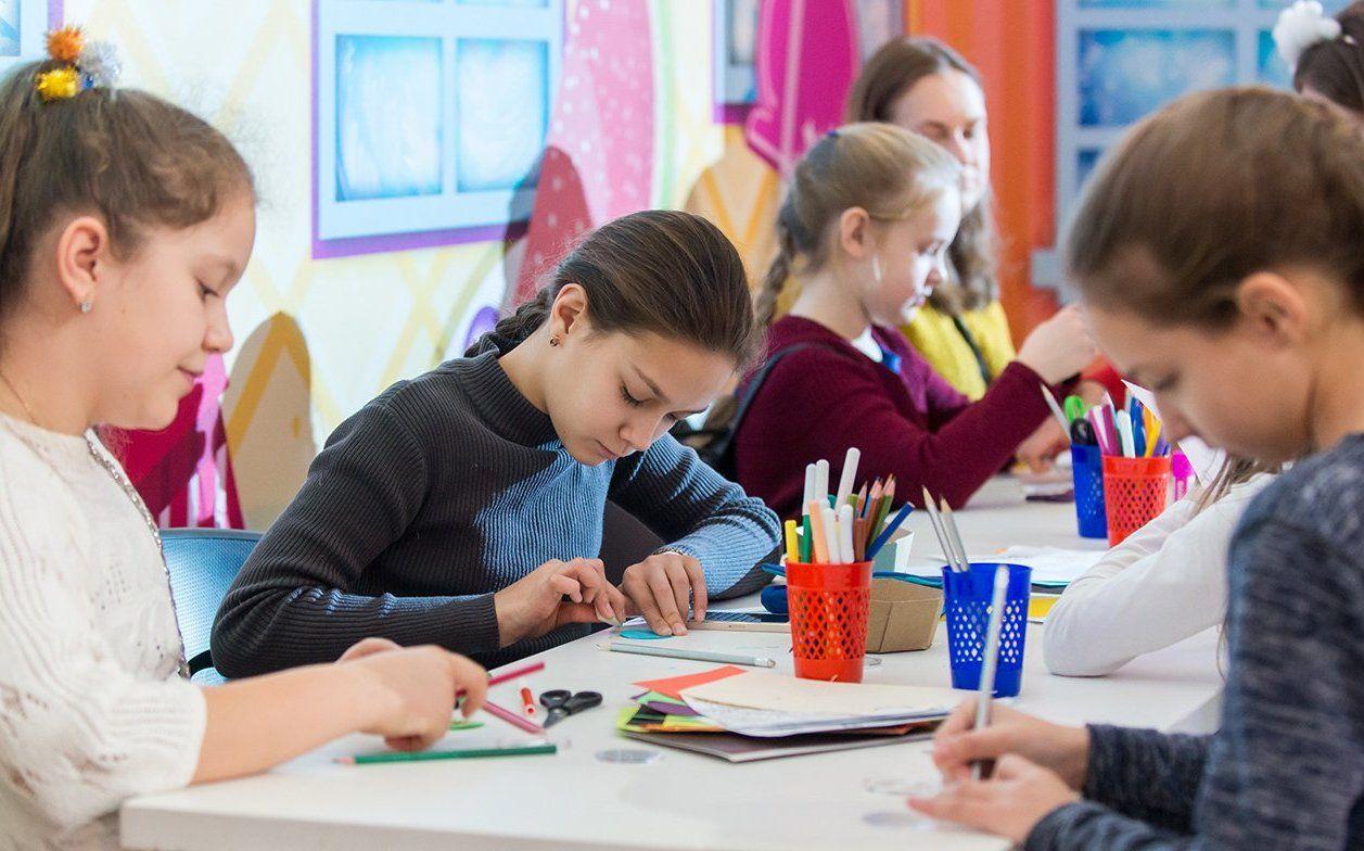 Украшение из карты мира: чему научат детей на мастер-классе в галерее «Нагорная»