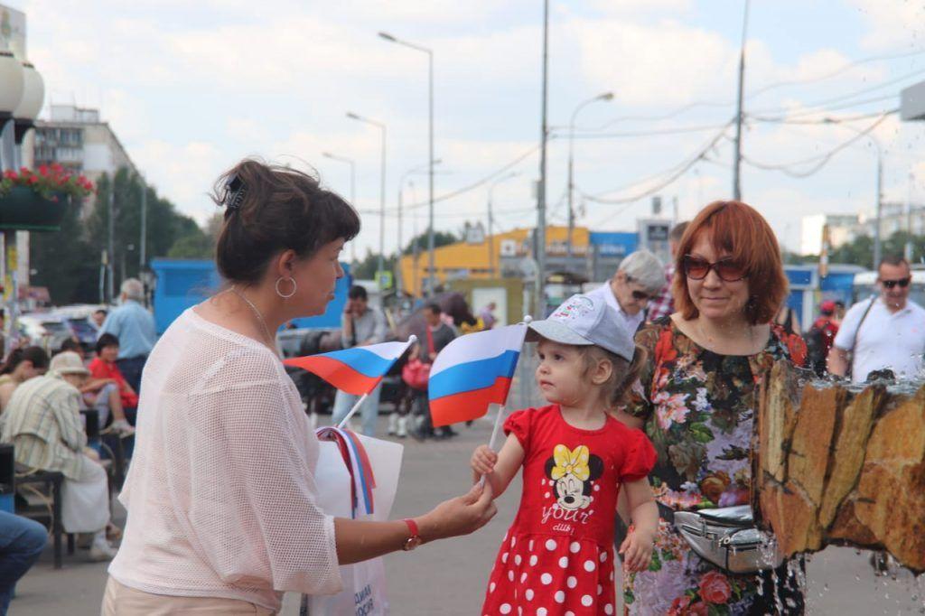 Тематические сувениры ко Дню России раздадут в Орехове-Борисове Южном. Фото