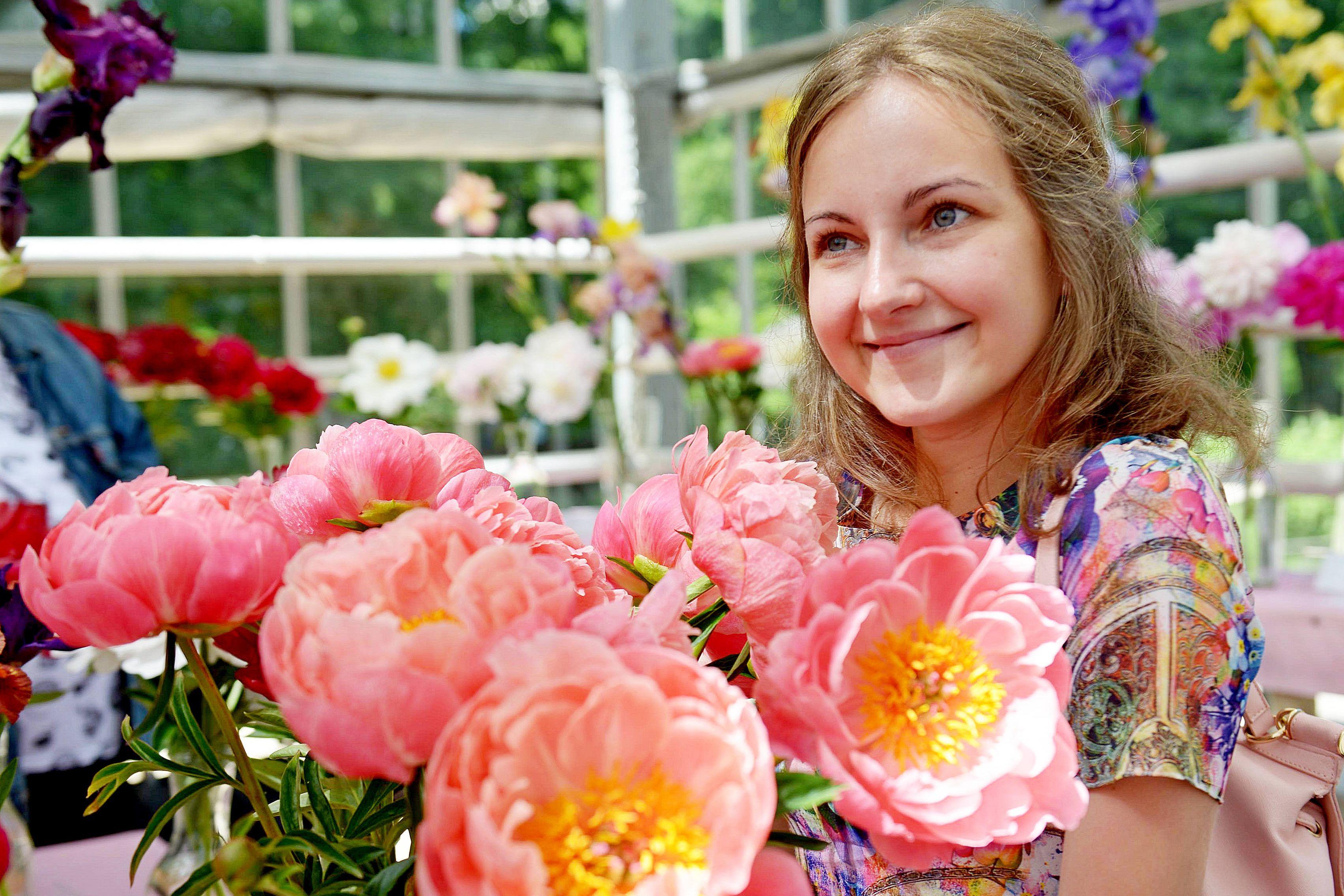 Москву украсят почти 1,5 тысячи цветников ко Дню города
