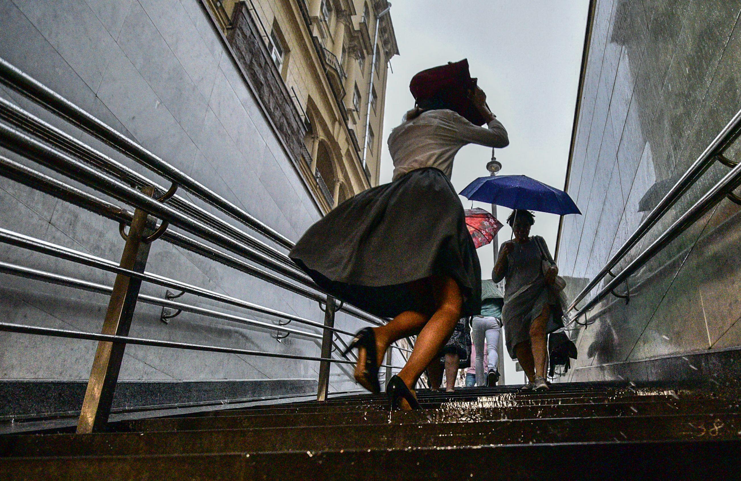 Гроза и ветер накроют Москву до среды