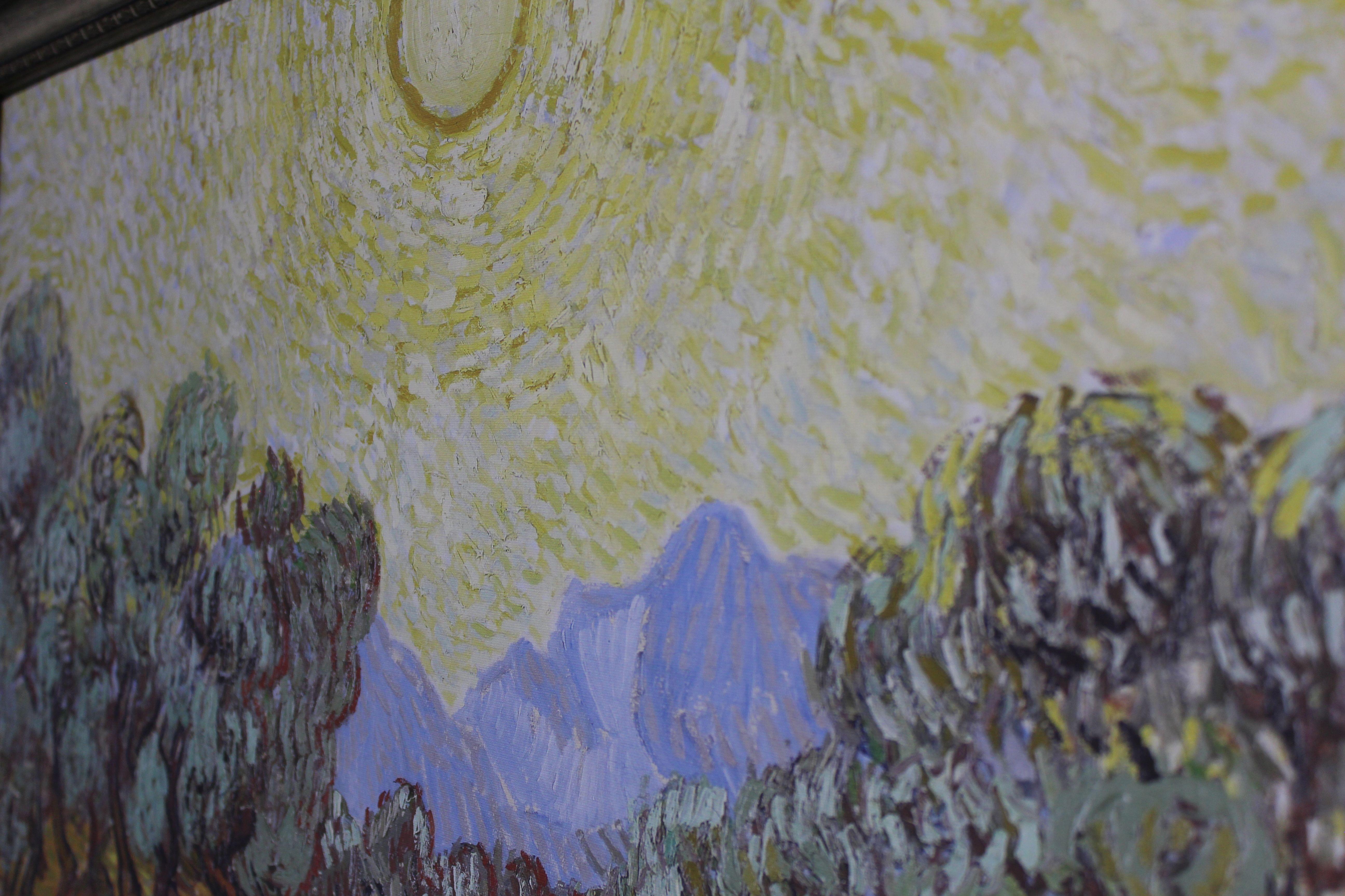 Среди представленных экспонатов посетители в первую очередь находят качественные репродукции работ Ван Гога, напечатанные на настоящих холстах в оригинальном размере. Фото: Нана Маланчук.