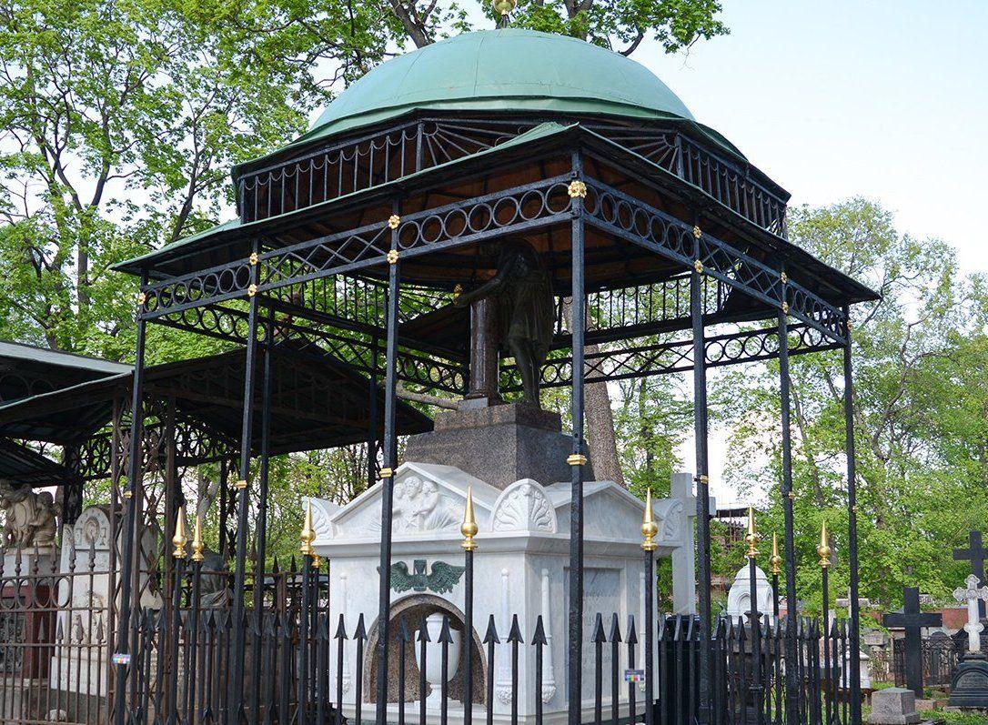 Более 20 художественных надгробий восстановили на территории Донского монастыря