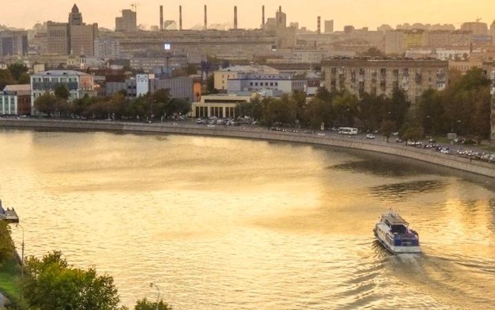 Участок Крутицкой набережной в Даниловском районе реконструируют