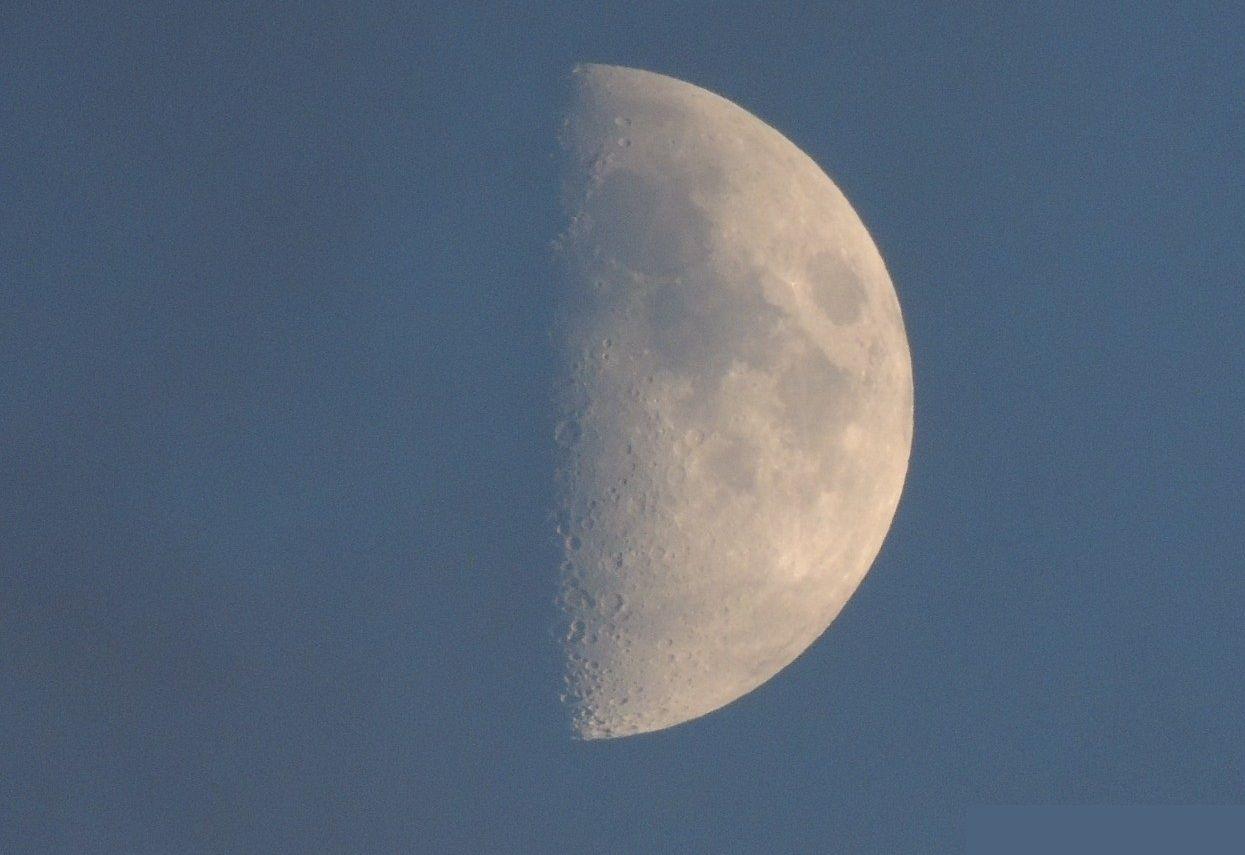 Волшебная луна: народный корреспондент из Донского района заснял спутник Земли