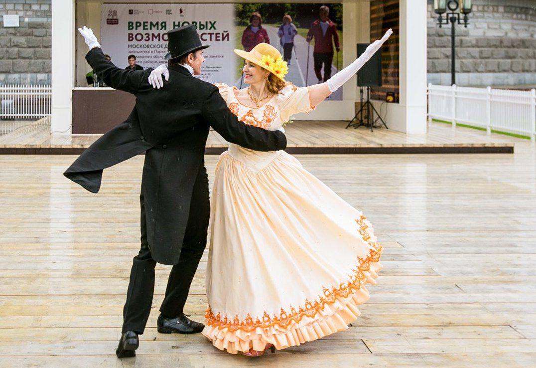 Участников «Московского долголетия» пригласили на костюмированную вечеринку