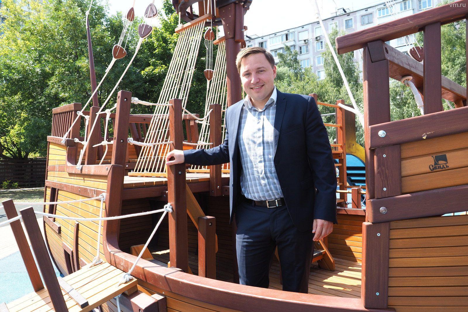 Детскую площадку-корабль установили в Зябликове