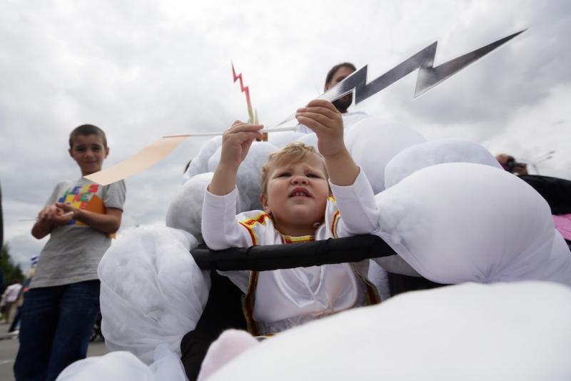 Центр досуга «Планета молодых» проведет парад колясок в День Петра и Февронии