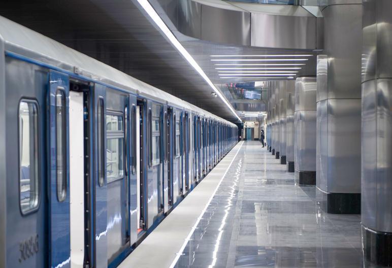 Около 14 тысяч бутылок с водой раздали на станциях МЦК и метро с начала лета
