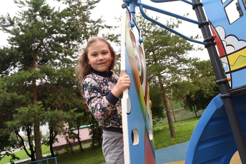 Детские площадки на Варшавском шоссе реконструировали