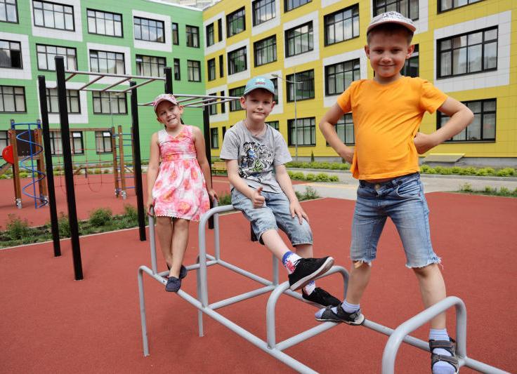 Территорию вокруг школы №879 благоустроят в районе Чертаново Центральное