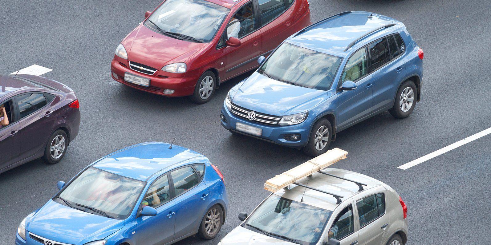 Водителей Москвы предупредили об ограничении движения на выходных