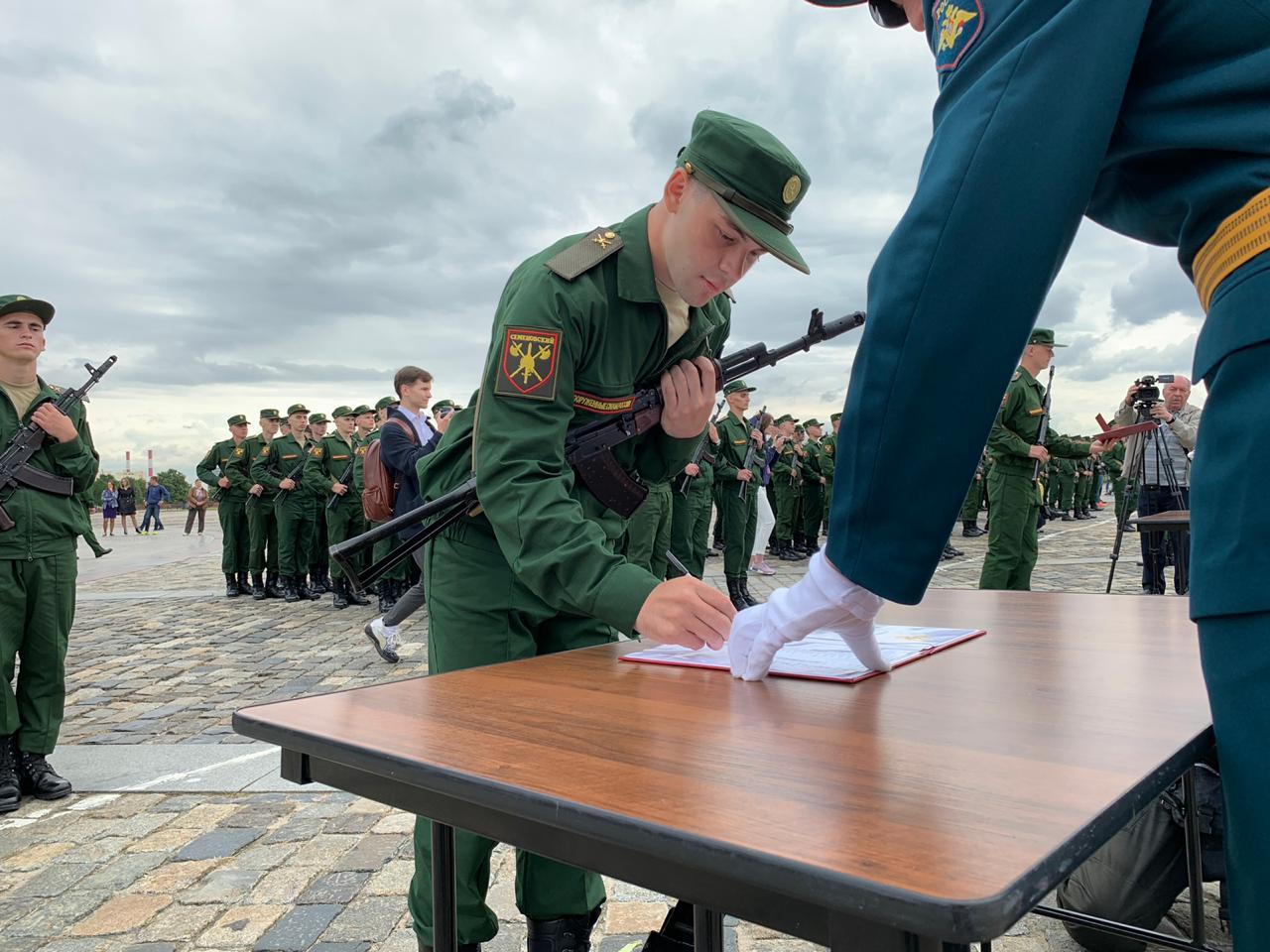 Новобранцы Семеновского полка приняли присягу в столице