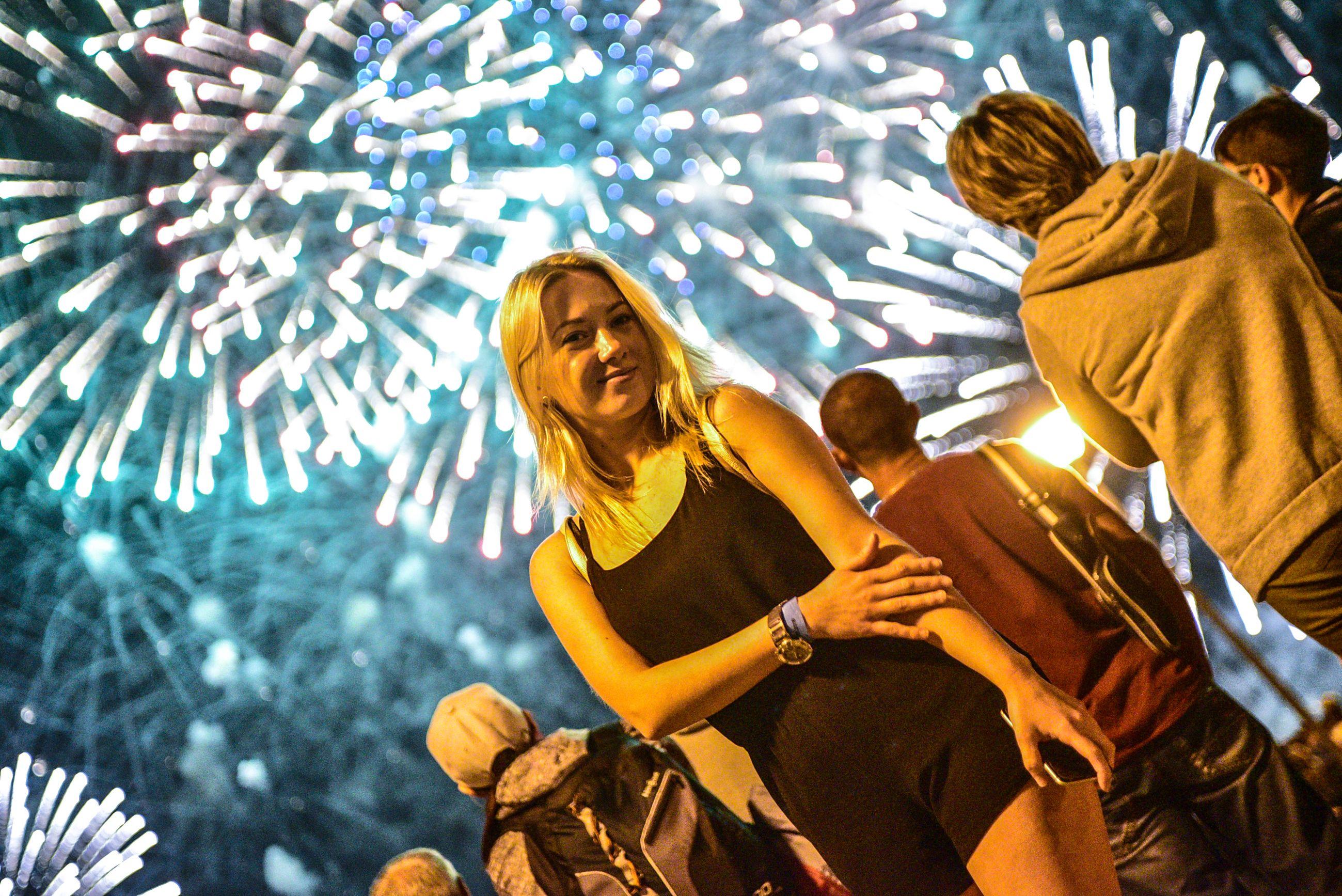 Залпы фейерверков раскрасят небо над Братеевским парком