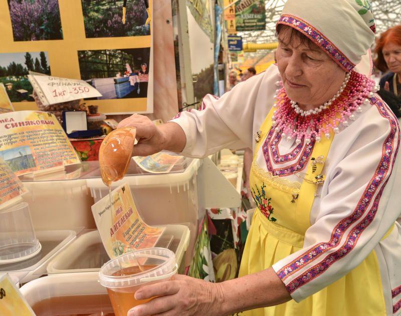 Ярмарку меда открыли в «Коломенском»