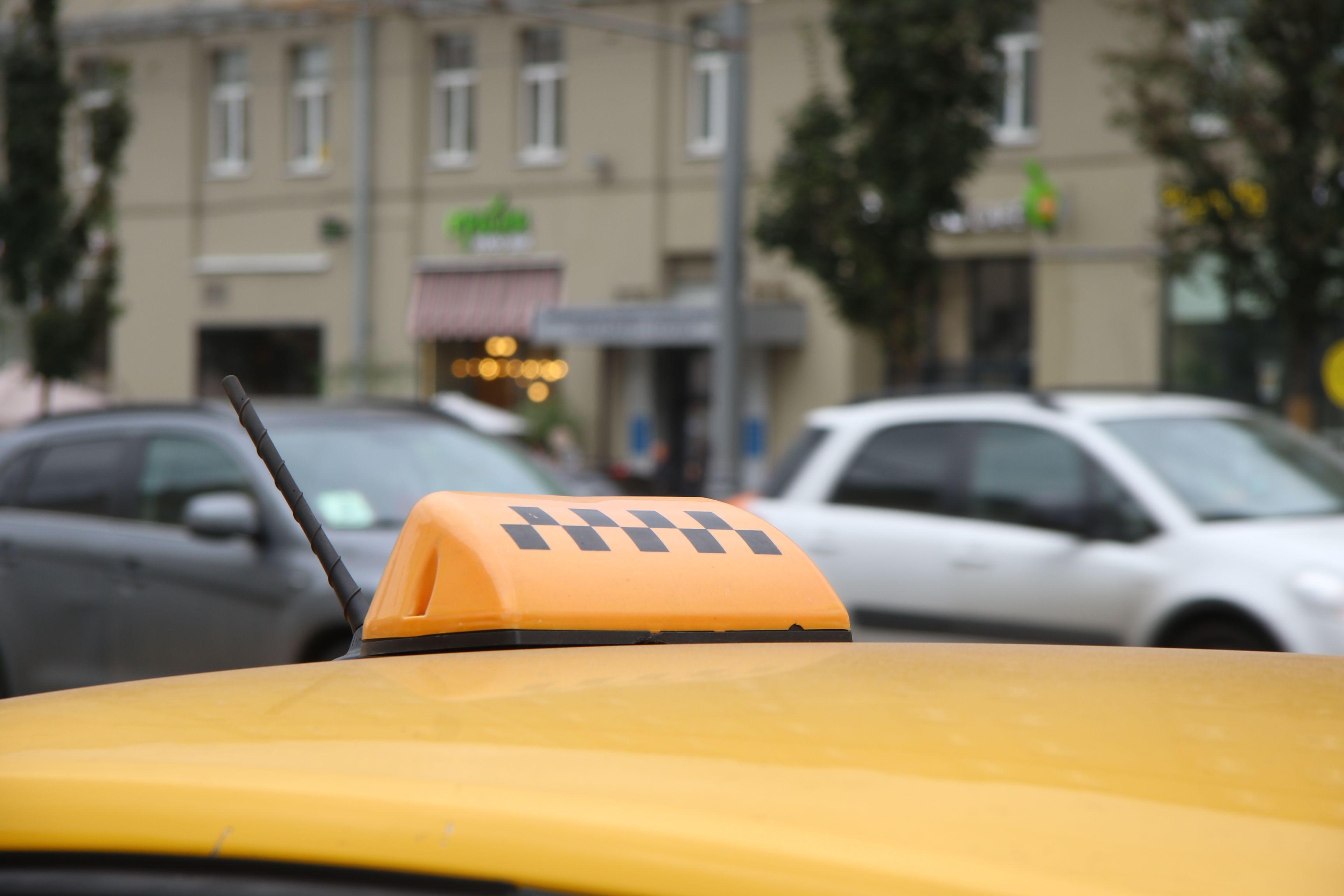 Ежедневный пассажиропоток такси достиг 900 тысяч человек в Москве