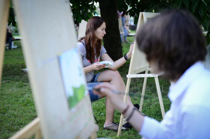 Художники на Изютинском пруду: как изобразили Нагорный жители района