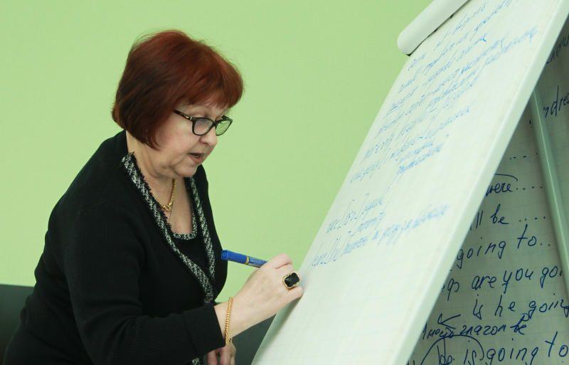 Жители изучают английский язык для путешествий за границу
