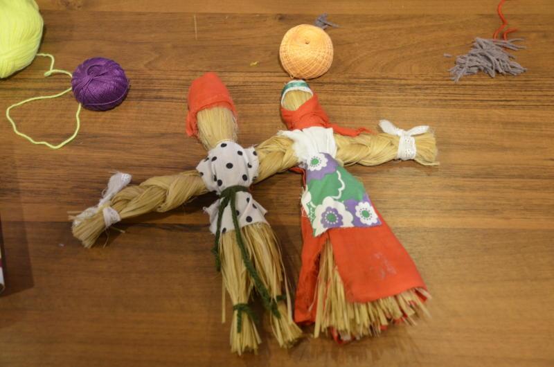 Ребята смастерили кукол в библиотеке № 144