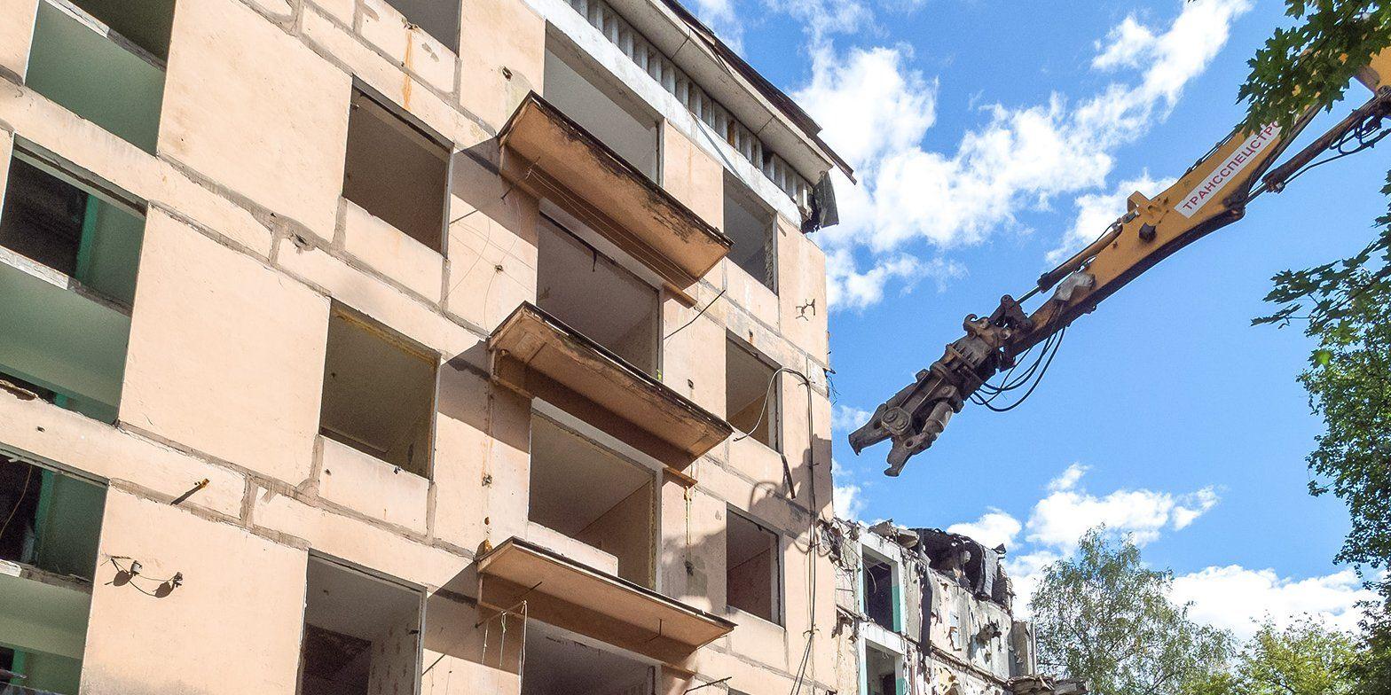 Пятиэтажный дом на юго-западе Москвы демонтировали по технологии умного сноса