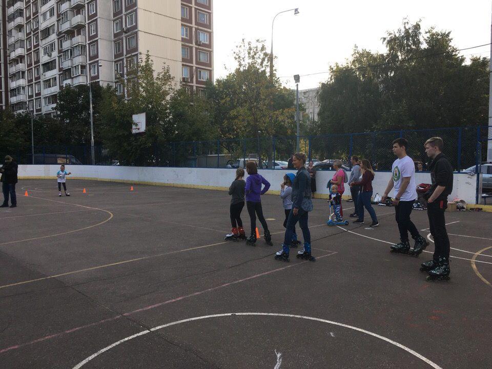 Около 50 жителей Орехова-Борисова Южного приняли участие в роликовой дискотеке