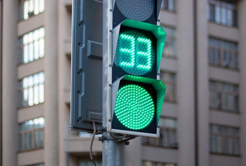 Светофоры на Ленинском проспекте перенастроили в пользу пешеходов. Фото: сайт мэра Москвы