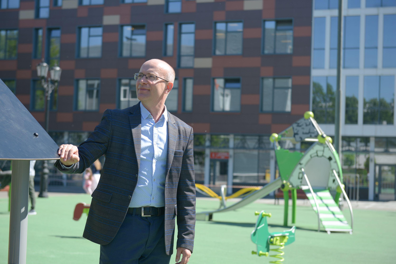 Морозовская детская больница получила свой «Цветочный город» с Незнайкой