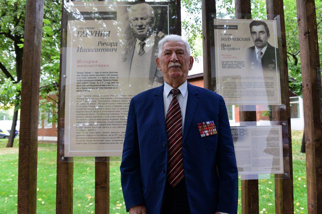 4 сентября 2019 года. На аллее славы повесили плакаты с рассказами о фронтовиках. Один из них — о ветеране Ричарде Габуния (на фото). Это рассказ о его жизни, его боли, его подвиге. Фото: Пелагия Замятина